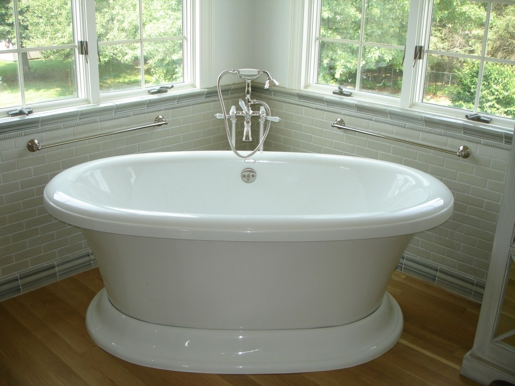 Soaking tub for a bathroom remodel design build planners - Small bathroom remodel with tub ...