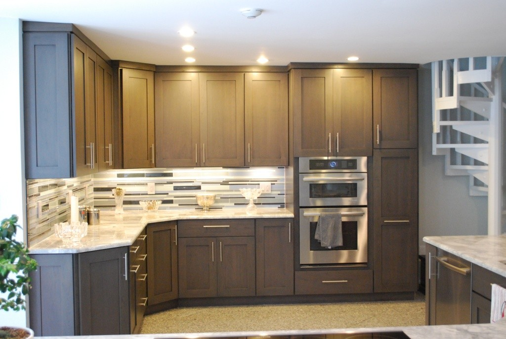 Under cabinet lighting for your kitchen design build pros for Kitchen redesign