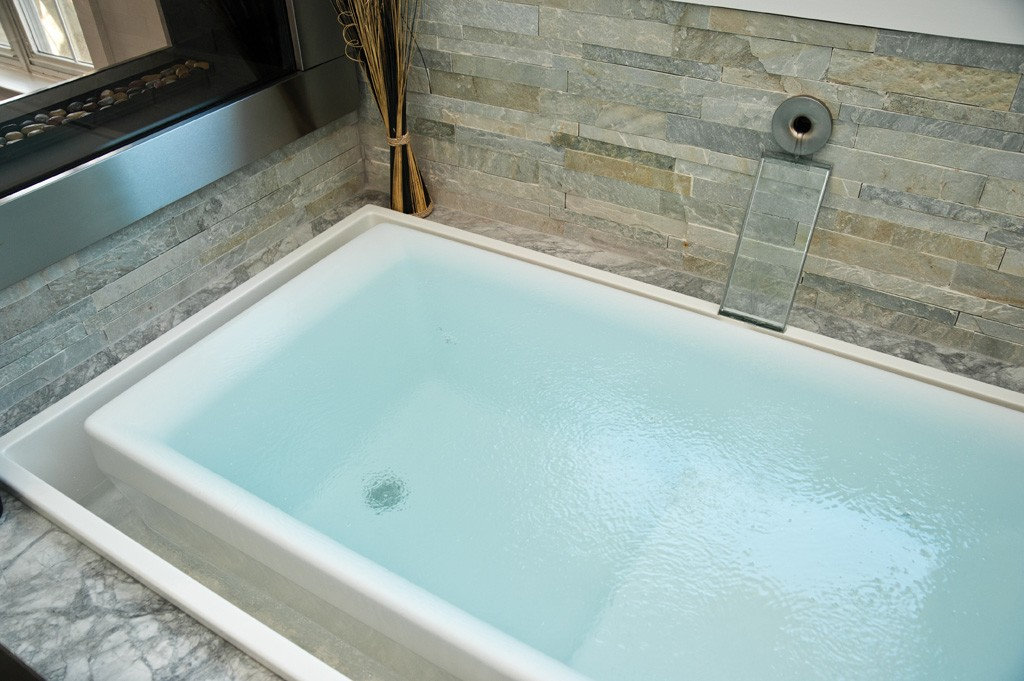 Air jetted tub design build pros for Jet tub bathroom designs