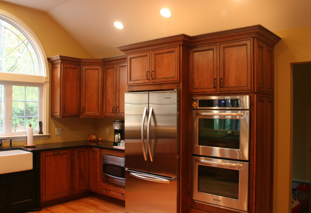 Kitchen cabinet wood species design build planners for Kitchen cabinet wood types