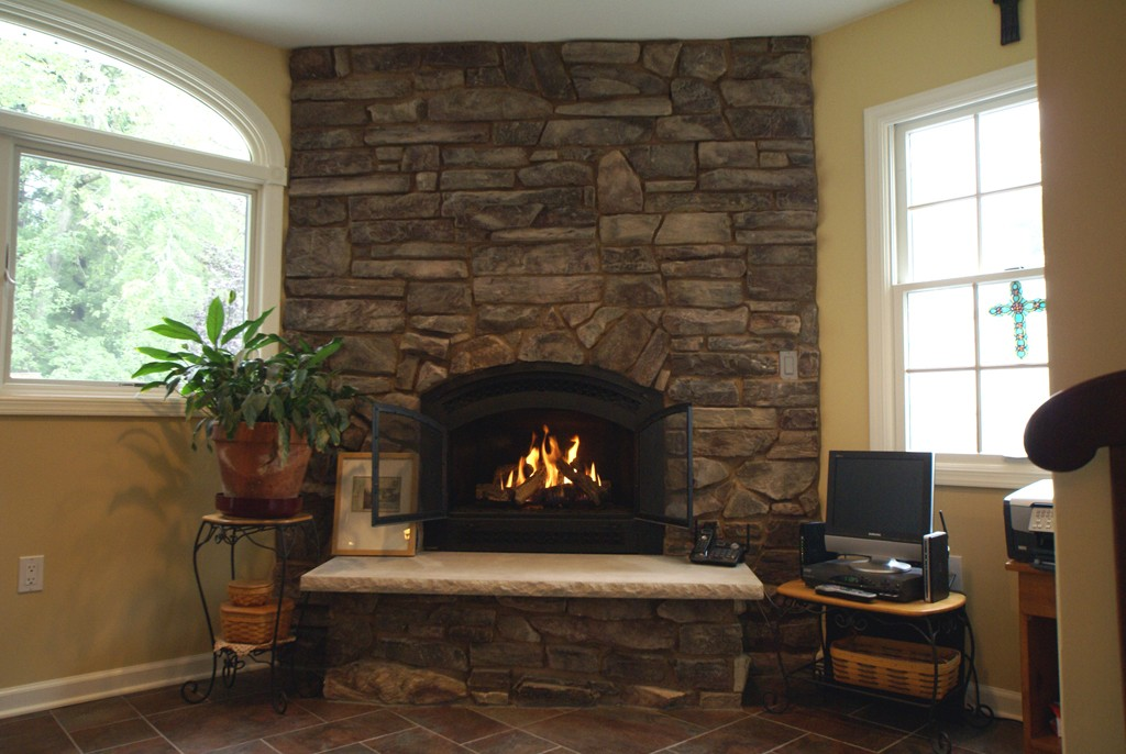 gas fireplace vs natural wood burning fireplace design build planners. Black Bedroom Furniture Sets. Home Design Ideas