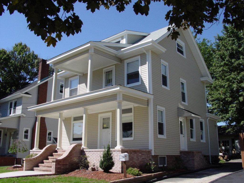 Traditional style home design build pros for Styles of homes to build