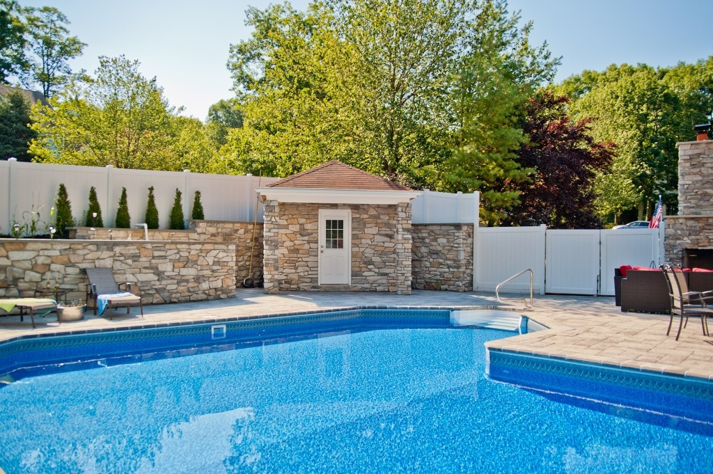 Pool house and bathroom in new jersey for Pool design inc bordentown nj